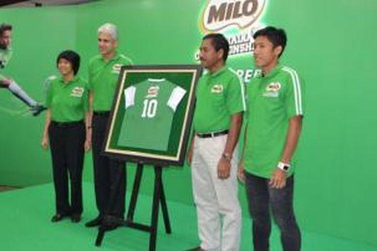 Peresmian MILO Football Championship, Rabu (4/2/2015). Dari kiri ke kanan, Prawitya Soemadijo dan Rashid Qureshi (Nestle), Djoko Pekik Irianto (Kemenpora) dan Ahmad Bustomi (timnas)