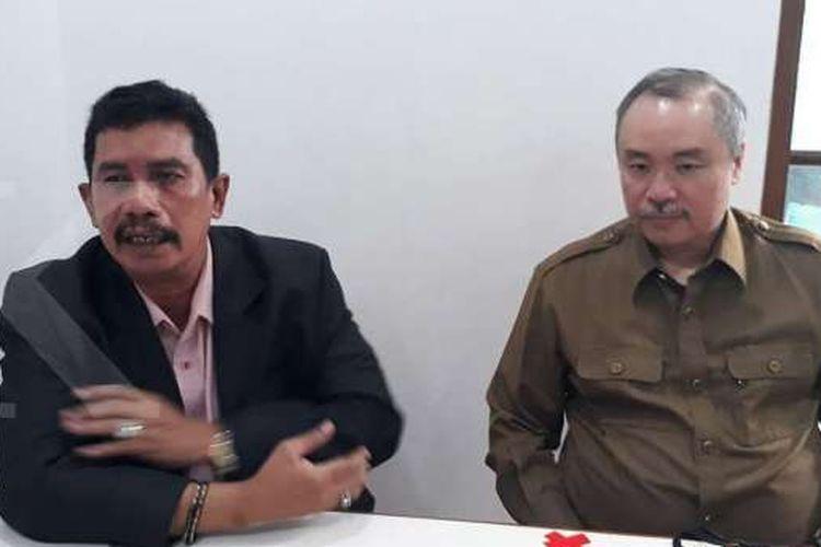 Freddy Widjaja (kanan), anak pendiri Sinar Mas Group Eka Tjipta Widjaja bersama kuasa hukumnya di Jakarta (3/8/2020).