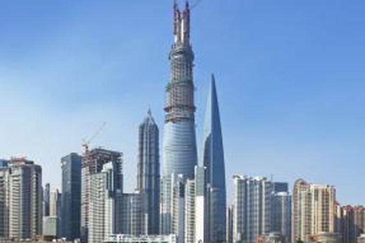 Shanghai Tower memiliki ketinggian 632 meter dan kini sudah mencapai ketinggiannya yang sempurna. Hanya, gedung ini belum bisa menyaingi Burj Khalifa.