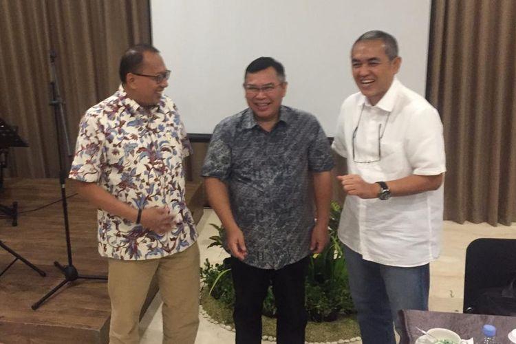 Direksi PT Sarana Multigriya Finansial ( SMF): (dari kiri ke kanan) Direktur SMF Heliantopo, Direktur Utama SMF Ananta Wiyogo, Direktur SMF Trisnadi Yulrisman, saar memaparkan kinerja SMF triwulan ketiga, di Yogyakarta, Jumat (15/11/2019).