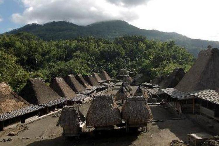 Lanskap Kampung Adat Bena, Ngada, Flores, NTT, Selasa (15/6/2011). Kampung berusia sekitar 1.200 tahun ini kental dengan arsitektur kuno dan budaya megalitik.