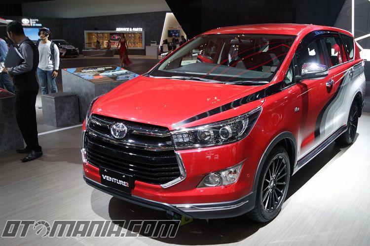 Toyota Kijang Innova Venturer 2017.