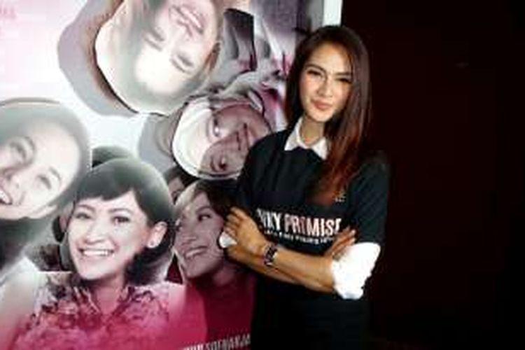 Artis peran yanh juga pembawa acara, Maudy Koesnaedi saat ditemui di Plaza Senayan, Jakarta Pusat, Jumat (19/8/2016).