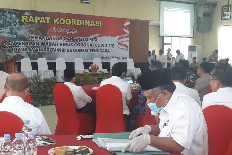 Bupati Konawe Kery Saiful Konggoasa saat hadiri Rakor pencegahan penyebaran virus corona di Mapolda Sultra