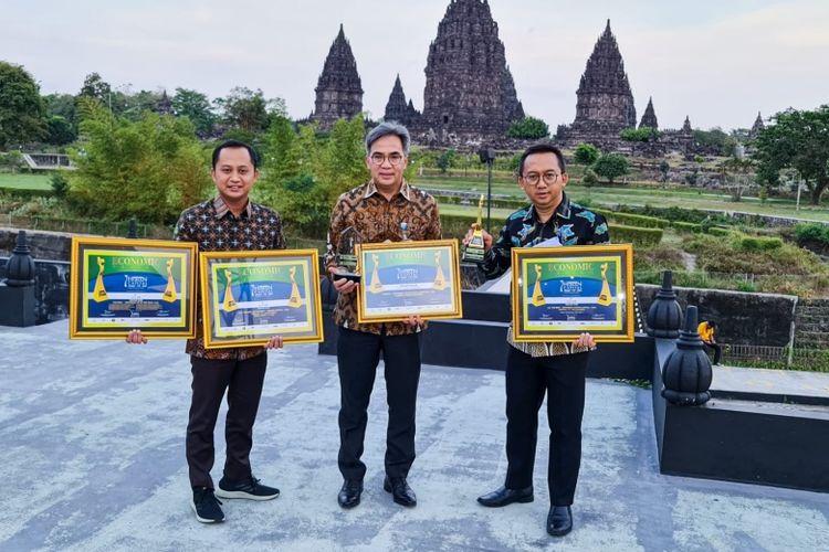 Bank Jabar Banten (BJB) meraih sejumlah penghargaan dalam ajang Human Capital Award VII-2021 (IHCA-VII-2021) yang digelar Economic Review