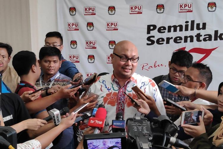 Komisioner KPU Ilham Saputra di kantor KPU, Menteng, Jakarta Pusat, Senin (11/3/2019).