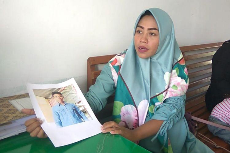 Keluarga korban sandera Abu Sayyaf  datang melapor ke kantor Kodim 1413 Buton. Keluarga berharap pemerintah pusat dapat membantu agar korban sandera segera dibebaskan dan kembali ke keluarga