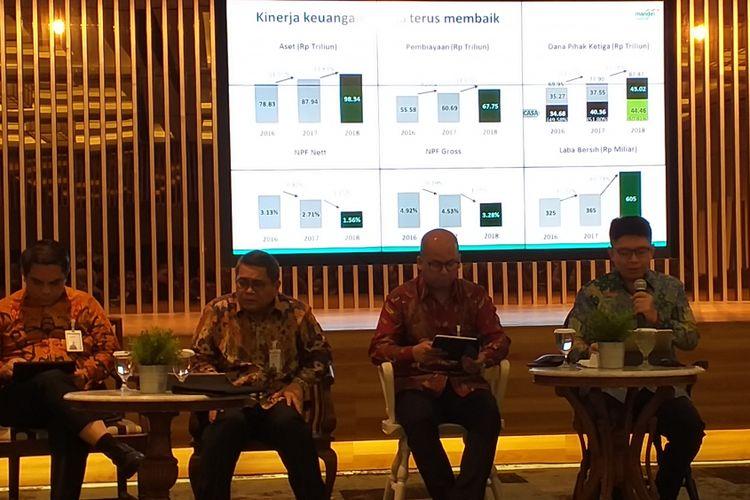 Jajaran direksi PT Bank Syariah Mandiri atau Mandiri Syariah dalam paparan kinerja 2018 di Wisma Mandiri, Jakarta, Senin (11/3/2019).