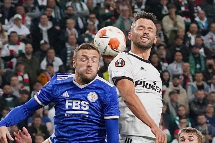 Penyerang Leicester City Jamie Vardy beraksi pada laga Liga Europa Legia vs Leicester, Jumat (1/10/2021) dini hari WIB.
