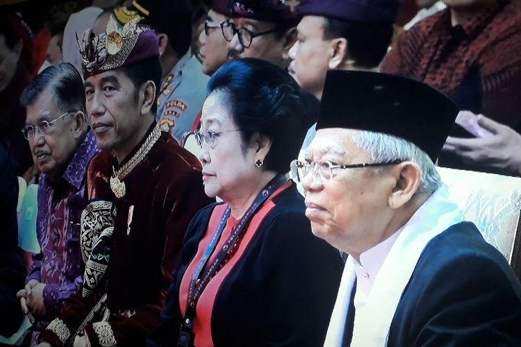 Wakil Presiden Jusuf Kalla, Presiden Joko Widodo, Ketua Umum PDI-Perjuangan Megawati Soekarnoputri, dan Wakil Presiden terpilih Maruf Amin saat menghadiri Kongres kelima PDI-P di Hotel Grand Inna Bali Beach, Sanur, Kamis (8/8/2019).
