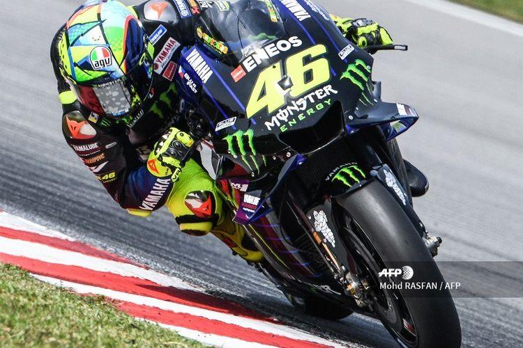 Pebalap Monster Energy Yamaha, Valentino Rossi, menjajal Sirkuit Sepang dengan motor M1 spek 2020 pada hari kedua sesi tes pramusim, 8 Februari 2020.
