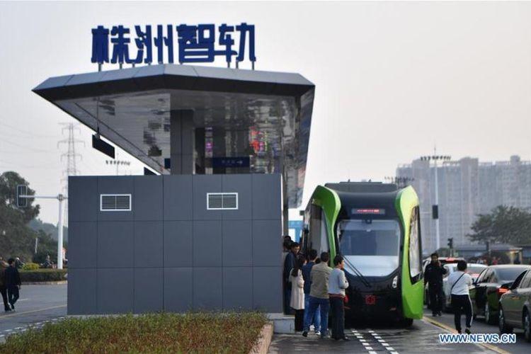 Autonomous Rail Rapid Transit diklaim sebagai transportasi publik kereta tanpa rel pertama di dunia, yang tidak dikemudikan oleh tenaga manusia. (www.news.en)