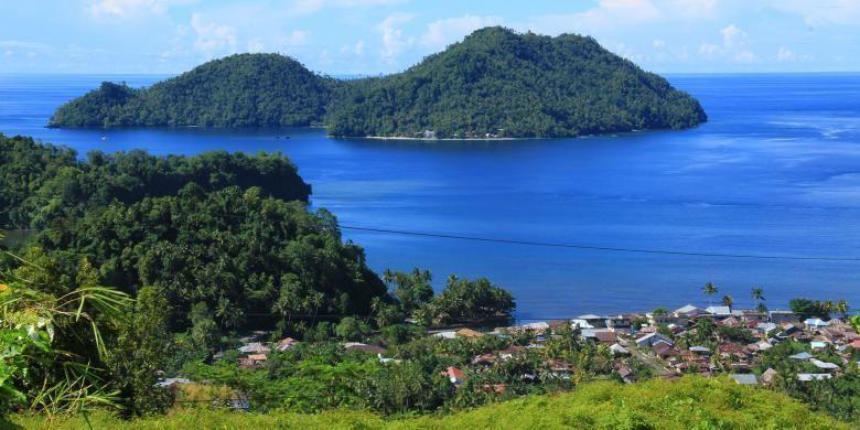 Kabupaten Kepulauan Sangihe juga dikelilingi pulau-pulau kecil yang menambah eksotisnya wilayah ini sebagai destinasi wisata.