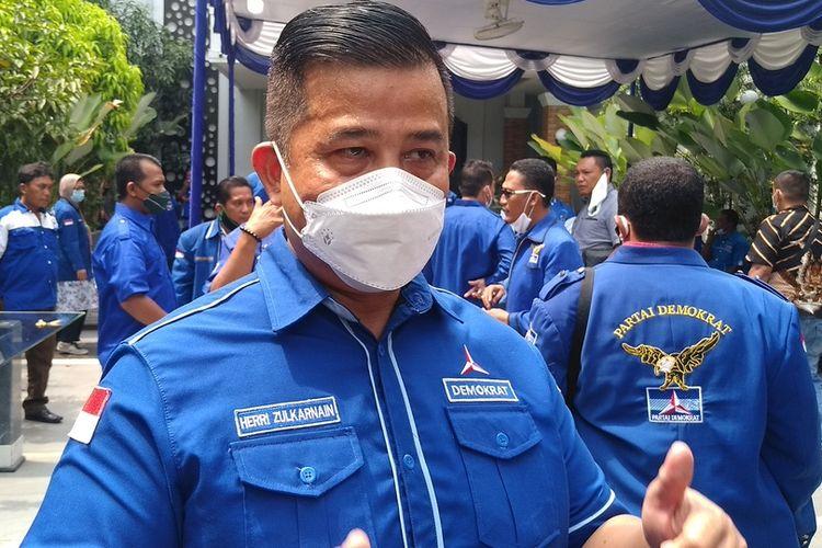 Ketua DPD Partai Demokrat Sumatera Utara, Herri Zulkarnain Hutajulu memimpin keberangkatan kader Partai Demokrat ke lokasi kegiatan Kongres Luar Biasa (KLB) Partai Demokrat yang disebutnya ilegal. Tujuan keberangkatannya untuk membubarkan KLB tersebut.