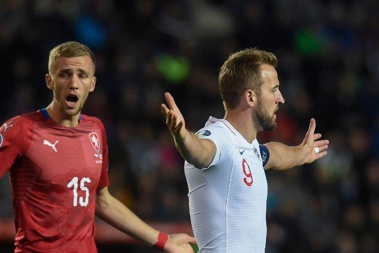 Thomas Soucek dan Harry Kane menunjukkan ekspresi berbeda dalam laga Rep Ceko vs Inggris pada lanjutan kualifikasi Euro 2020, 11 Oktober 2019.