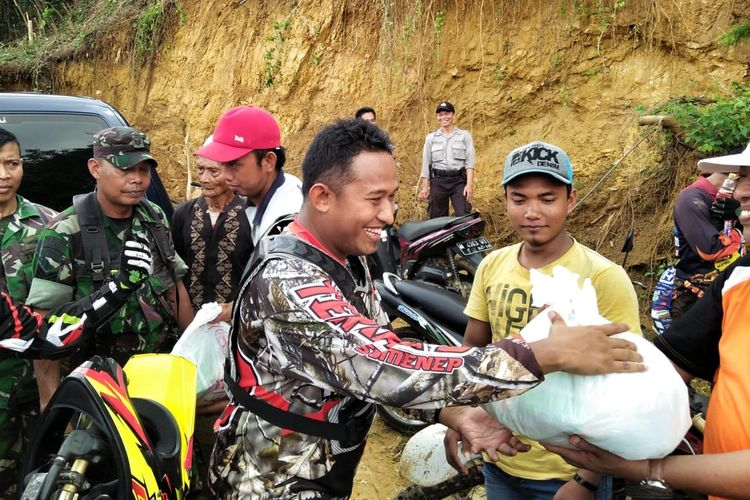 Wakil Bupati Ahmad Fauzi menggunakan motor trail Honda CRF 150 cc untuk berkeliling wilayah kerja.
