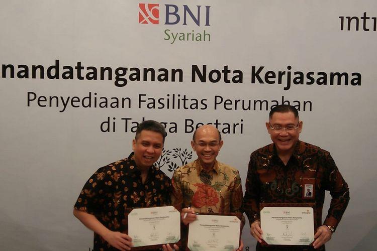 Tiga perusahaan, yaitu PT Intiland Development Tbk, Grab Indonesia, dan BNI Syariah, menjalin kolaborasi strategis penyediaan dan pembiayaan rumah murah untuk pengemudi Grab. Kerja sama itu ditandatangani pada Rabu (8/8/2018).