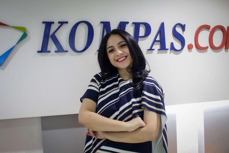 Aktor Nagita Slavina berpose usai wawancara promo film The Secret di redaksi Kompas.com, Palmerah Selatan, Jakarta, Rabu (18/4/2018). Film yang bergenre horor tersebut akan tayang pada 26 April 2018.
