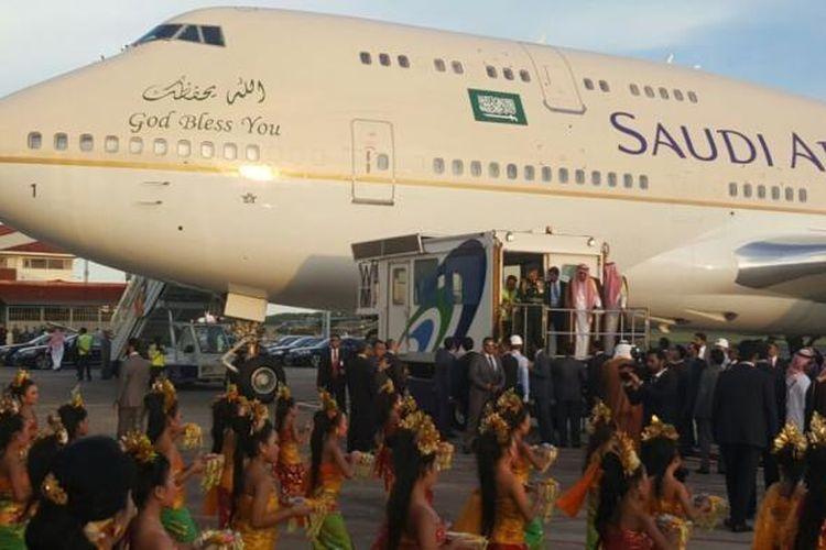 Raja Salman dan rombongan saat tiba di Bali, Sabtu (4/3/2017).