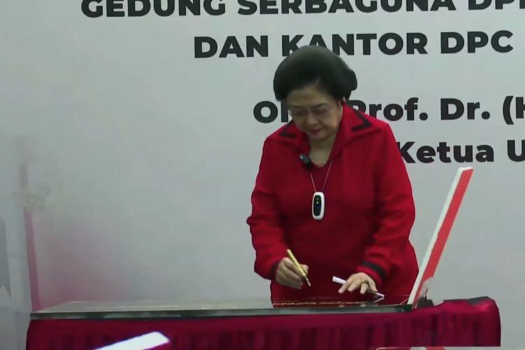 Ketua Umum PDI Perjuangan Megawati Soekarnoputri meresmikan 10 kantor partai yang berada di tingkat pusat hingga daerah, Senin (23/8/2021).