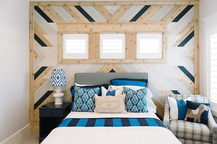 Dinding kamar tidur dengan motif tradisional penduduk asli Amerika