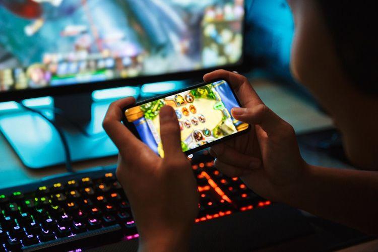 Ilustrasi bermain game online di smartphone