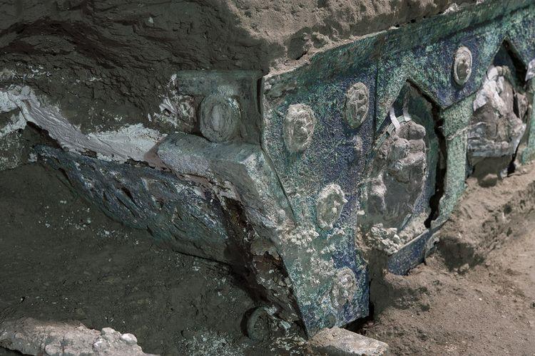 Kereta kuno dari tahun 79 masehi di Pompeii Italia
