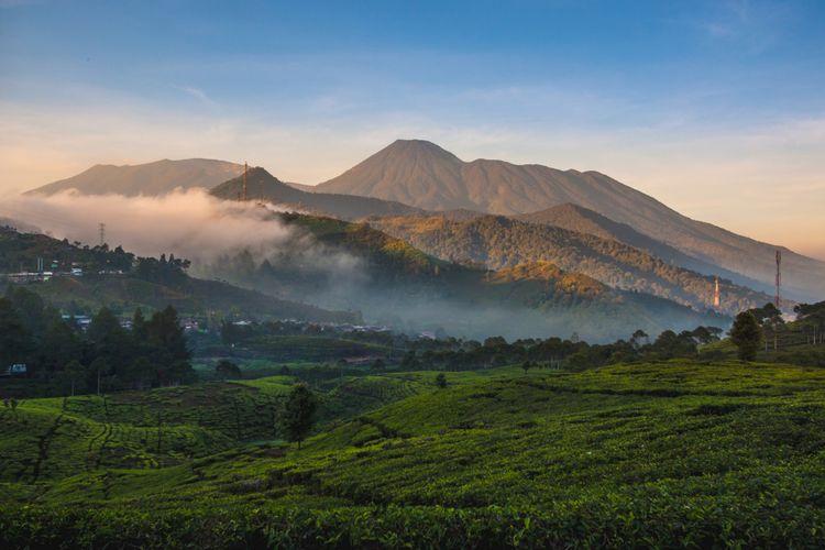 Gunung Gede Pangrango di Jawa Barat.