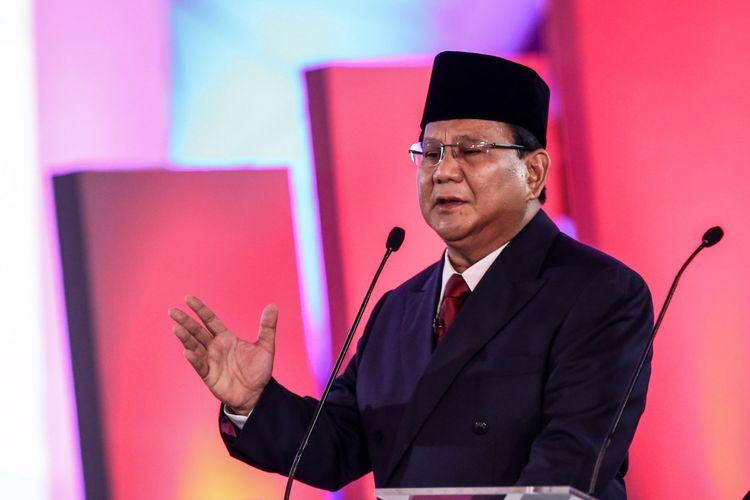 Calon Presiden nomor urut 2, Prabowo Subianto memberikan penjelasan saat debat pilpres pertama di Hotel Bidakara, Jakarta Selatan, Kamis (17/1/2019). Tema debat pilpres pertama yaitu mengangkat isu Hukum, HAM, Korupsi, dan Terorisme.