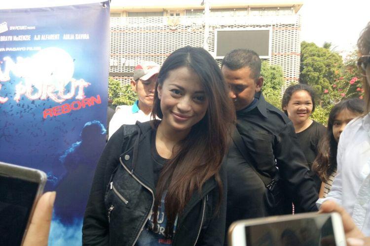 Angie Virgin saat ditemui pada acara Car Free Day pemain film Hantu Jeruk Purut di kawasan Sarinah, Jakarta Pusat, Minggu (10/9/2017).
