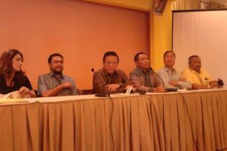 Pengurus DPP Partai Golkar versi Munas Jakarta, yang dipimpin Agung Laksono mengadakan konferensi pers di Kantor DPP Partai Golkar, Slipi, Jakarta Barat, Selasa (16/12/2014).
