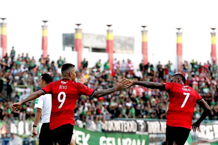 Pemain naturalisasi Madura United, Alberto Goncalves dan Greg Nwokolo.