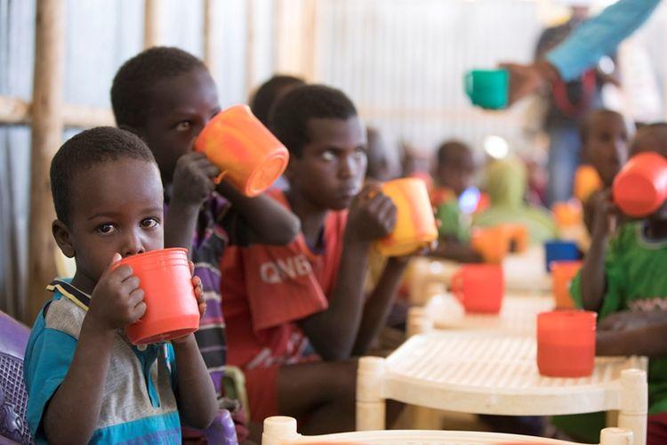 Anak-anak Etiopia banyak yang diadopsi keluarga asing, terutama asal AS, dan dibawa ke luar negeri.