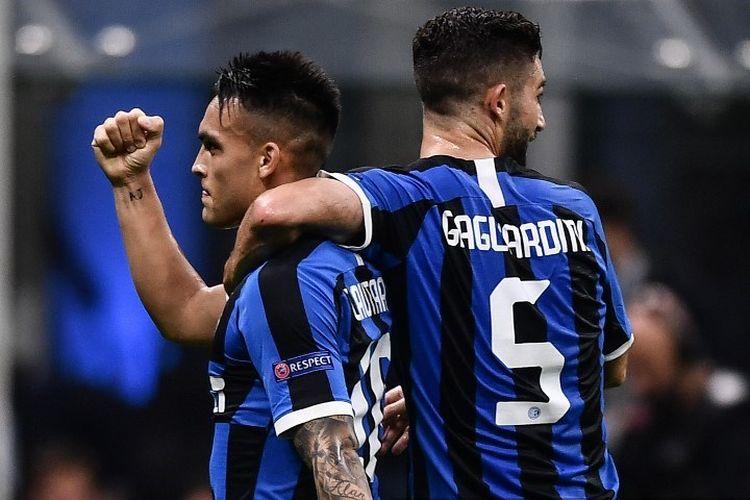 Roberto Gagliardini merayakan gol Lautaro Martinez pada pertandingan Inter Milan vs Borussia Dortmund dalam lanjutan Liga Champions di Stadion Giuseppe Meazza, 23 Oktober 2019.