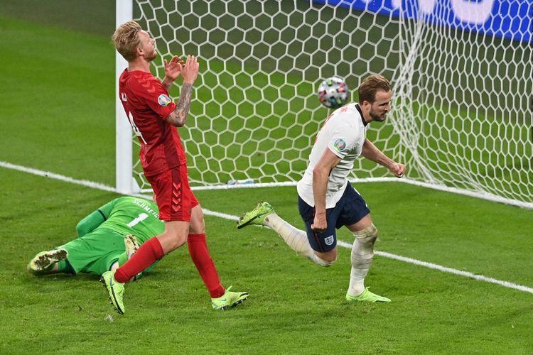 Penyerang timnas Inggris Harry Kane merayakan gol ke gawang Denmark pada laga semifinal Euro 2020 di Stadion Wembley, London, pada Kamis (8/7/2021) dini hari WIB.