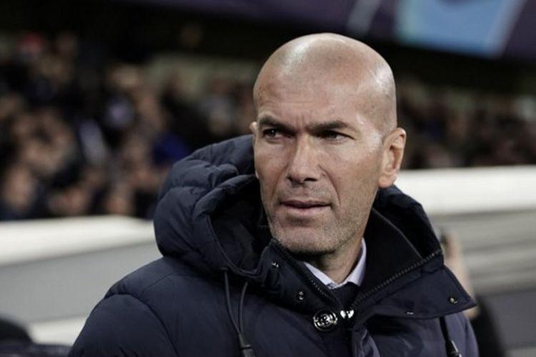 Pelatih Real Madrid Prancis Zinedine Zidane terlihat sebelum pertandingan sepak bola Grup A Liga Champions UEFA antara Club Brugge dan Real Madrid CF di Jan Breydel Stadium