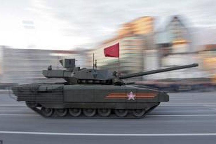 Setelah lama tak memproduksi tank, Rusia memamerkan tank terbaru produksi negeri itu T-14 Armata.