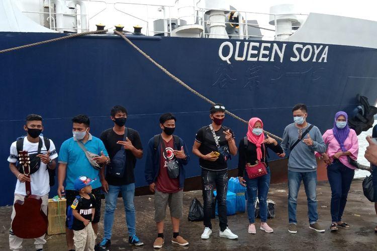 11 PMI yang lari dari perusahaan Khas Pelita Serawak Malaysia, saat dipulangkan ke kampung halaman menggunakan KM Quen Soya di pelabuhan Tunon Taka Nunukan, mereka menjadi korban eksploitasi dan memilih kabur lewat perbatasan RI