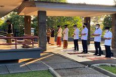 Jokowi Shalat Berjemaah di Halaman Wisma Bayurini Istana Bogor
