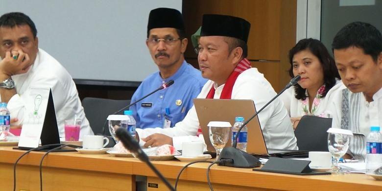 Kepala Dinas Pertamanan dan Pemakaman DKI Jakarta Djafar Muchlisin saat rapat kerja antara Komisi D di Gedung DPRD DKI Jakarta, Kamis (11/8/2016).
