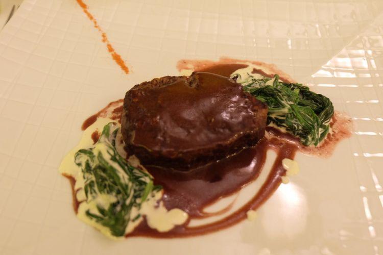 Grilled Beef Fillet, salah satu hidangan di il Mares Hotel Mulia.
