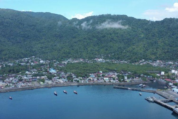Pemandangan Kecamatan Tahuna, ibukota Kabupaten Kepulauan Sangihe.