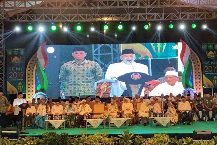 Wapres Maruf Amin menghadiri Santri Culture Night Carnival (SCNC) 2019 di Surabaya, Minggu (27/10/2019) malam.