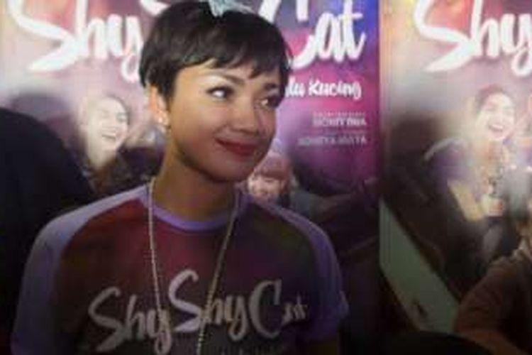Nirina Zubir hadir dalam jumpa pers film Shy Shy Cat di Epicentrum XXI, Kuningan, Jakarta Selatan, Selasa (1/11/2016) malam.