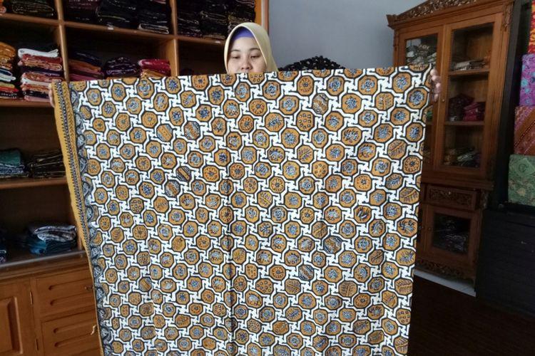 Batik Indramayu, motif Banji Tepak yang menggambarkan kotak kota perhiasan (pengaruh China).