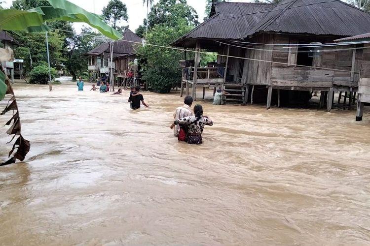 Ratusan desa di empat kecamatan di Kabupaten Merangin terendam banjir seiring naiknya debit air Sungai Tabir