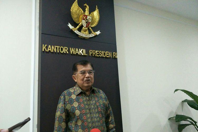Wakil Presiden Jusuf Kalla di Kantor Wapres, Jakarta