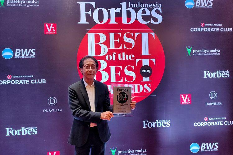 Direktur Sido Muncul, Irwan Hidayat saat Mendapat Penghargaan dari Forbes. (30/10/2019)