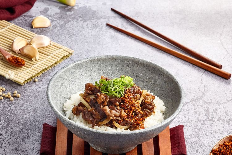 Salah satu makanan olahan Jepang bergenre fusion di Urban Ninja, Beef Teriyaki Bowl.