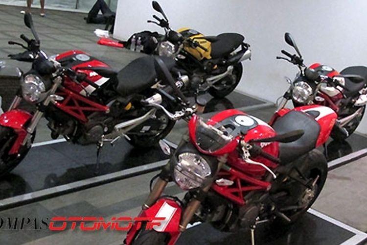 Inilah beberapa varian Ducati Monster yang dipajang Ducati Indonesia dalam peluncuran Monster 795 ABS.